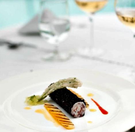 Balotina de pulpo y caviar de la tierra, fondue de pepino y papaya verde al grill - Elaborada por el Chef ecuatoriano Rodrigo Pacheco