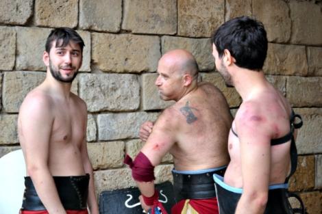Gladiadores que a pesar de todas las dificultades, buscaban la forma de reír y divertirse